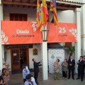 I Diada de Formentera :: Hissada de la nova bandera per part del President del Consell, Jaume Ferrer